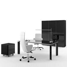 exklusiver Designer Glas-Schreibtisch in hochglanz schwarz lackiert und hochwertigen Chromverzierungen, bestens für Chef- und Arztbüros geeignet