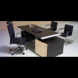 repraesentativer Büro Chefschreibtisch nit Schubladencontainer in Wenge und heller Eiche