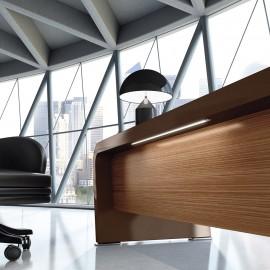 vanity  21  Chefschreibtisch mit moderner LED Beleuchtung am Sichtschutzpaneel, Nussbaum