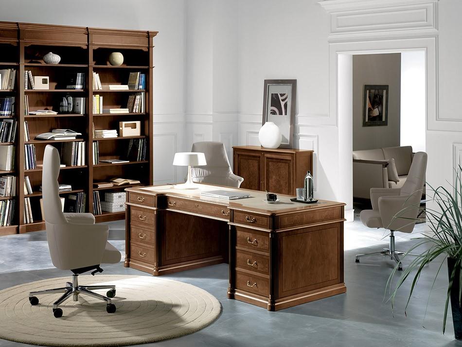 klassischer Chefschreibtisch, stilvoll, elegantes Design ...