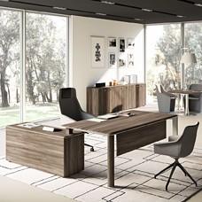 anspruchsvoller Büroschreibtisch mit Winkelanbau, Chefbüro mit Edelstahl und Samoa Teakholz Optik, IULIO - Büromöbel