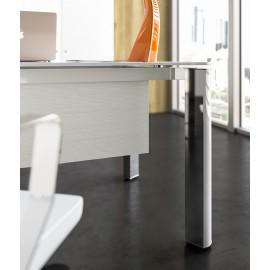 05 Deatils Glasschreibtisch für Chefbüro in hochwertig repräsentativen Design / Büromöbel mit Chromgestell und mattweiß Sichtpaneel, Iulio HG