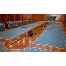 art&moble  34  Konferenztisch mit zentraler Elektrifizierung, Kabelmanagement mit Steckmöglichkeiten
