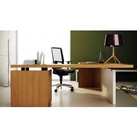 Manatta 06  Design Schreibtisch, exklusives Tischgestell zweifarbig für eine außergewöhnliche Chefzimmer Einrichtung