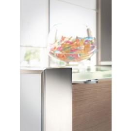 NICE 07 Empfang, Tresen,  Details aus Glas, Aluminium, in Lärche
