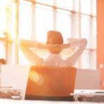 Ein klarer Kopf durch klare Linien – Bürolösungen für Ihr Startup