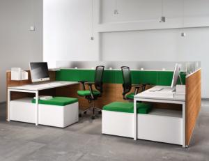 Teamarbeitsplatz der Büromöbelserie FLY von ukamo