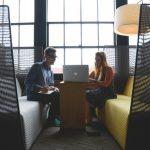 Lärmschutz im Büro: Mit diesen Möbeln schaffen Sie Ruhe im Großraumbüro